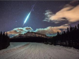 Brilliant Flash of Light over Banff, Alberta Canada 12-20-14